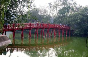 vietnam hanoi bridge